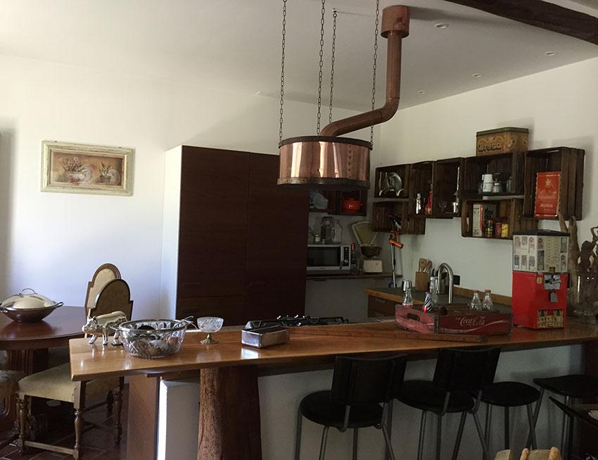 Vista cucina CheAntico con cappa realizzata in rame. (850×653 ...