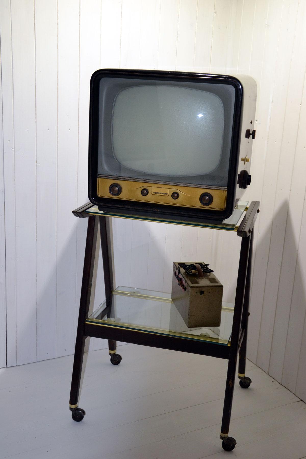 Televisore telefunken anni 50   cheantico